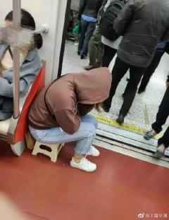 sofa-in-shanghai-metro-3-20190819